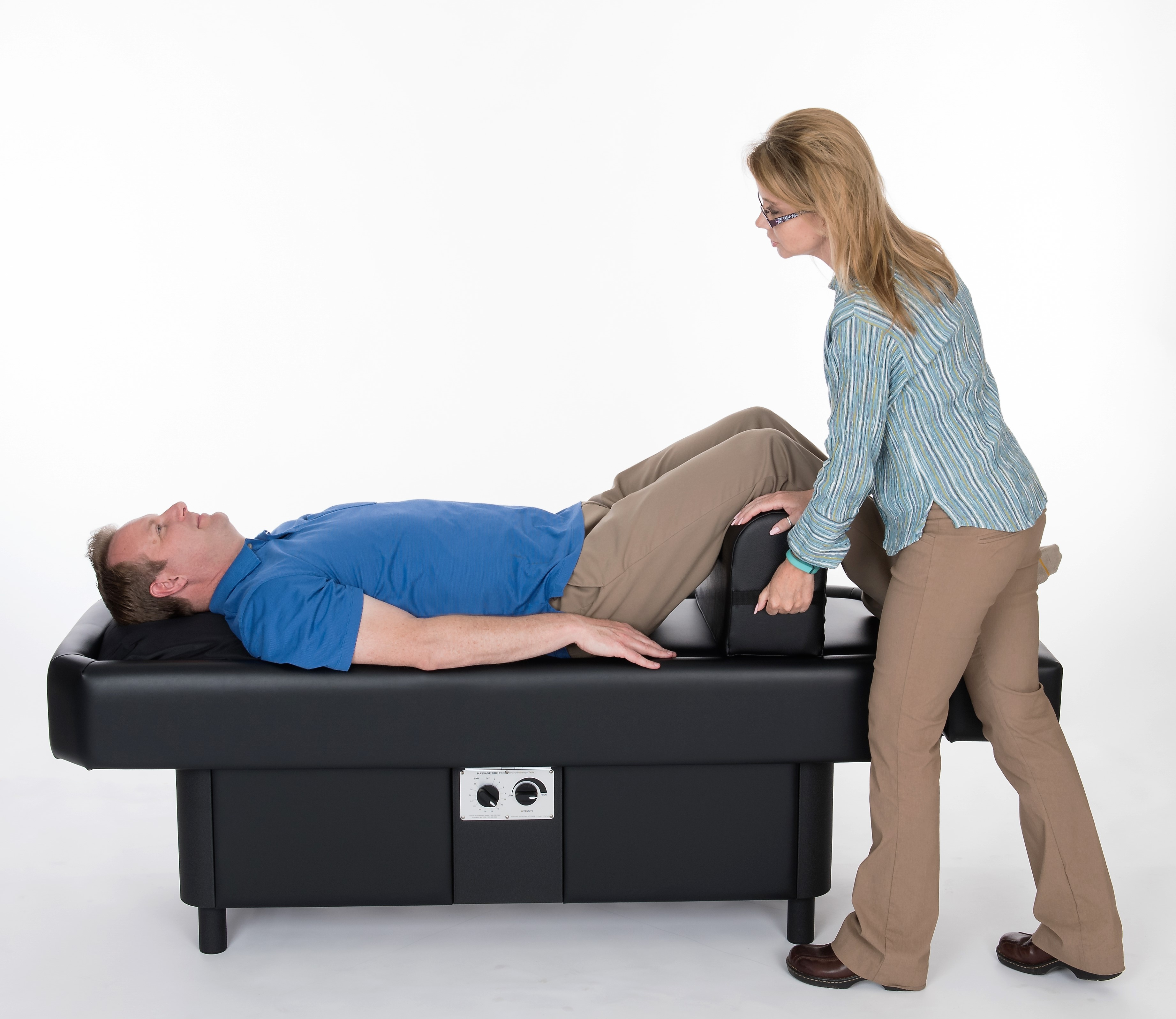 woman positioning leg bolster on hydromassage table